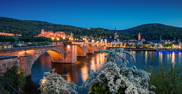 The old bridge in the evening (Photo: Heidelberg Marketing)