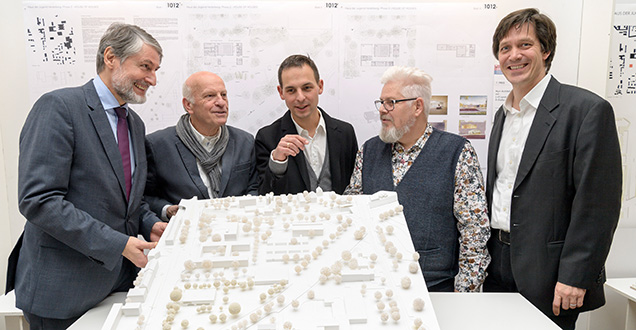 Five men around the model of a new building (Photo: Rothe)