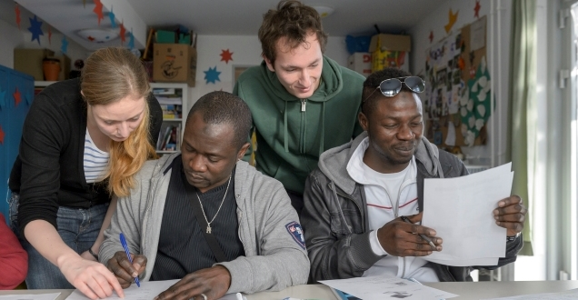 Applicants for asylum during language learning (Photo: Rothe)