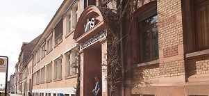 City beach on the Neckar with sun sails and deck chairs in the evening sun. (Photo: Dittmer)